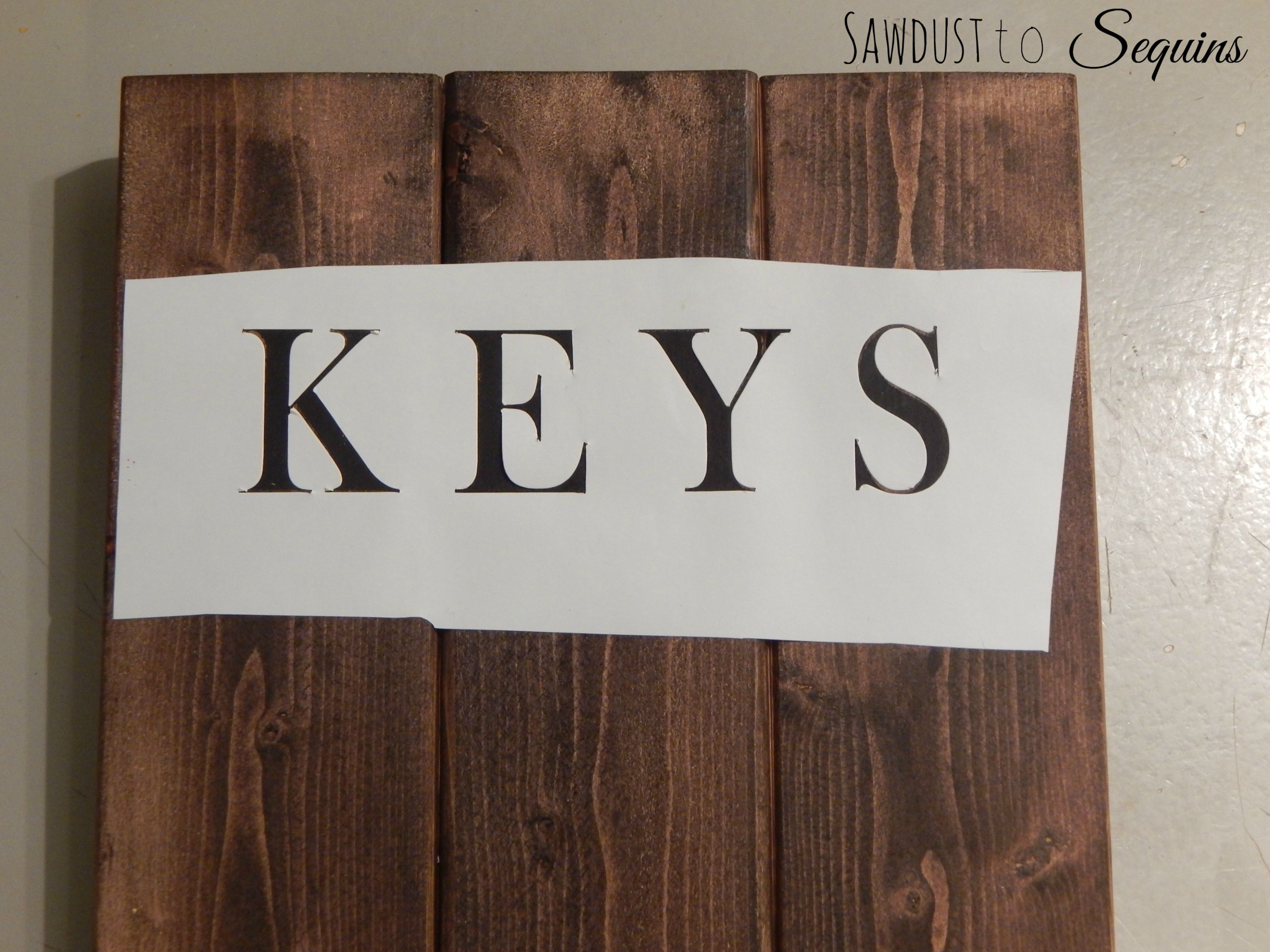 Once the paint dried, the project was complete! Pretty simple right? Here  are some pics of the finished DIY Key Holder.